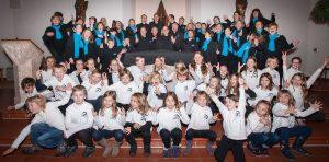 Kinder. Jugendliche und Erwachsene, die bei mir in Deuerling singen - Stand Weihnachten 2015 (abzüglich der Kranken... wie's halt so ist bei einem Chor!)